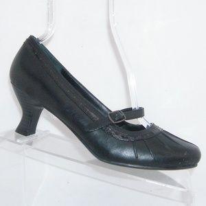 c79a2824e11bf0 Mudd  Gwyneth  black man made mary jane heels 8.5M